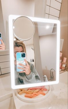 Large Lighted Makeup Mirror, Led Makeup Mirror, Makeup Mirror With Lights, Makeup Room Decor, Magnifying Mirror, Vanity Desk, Best Makeup Products, Light Colors, Rooms