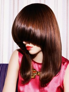 New fashion trends in the world of hair. Stylists who help creating the looks of fashion designers. Long Bob Hairstyles, Hairstyles With Bangs, Pageboy Haircut, Mushroom Hair, Medium Hair Styles, Long Hair Styles, Bouffant Hair, Fru Fru, Long Hair Cuts