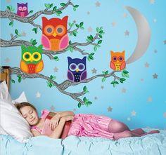 Wandgestaltung im Kinderzimmer mit Wandsticker Eulen bunt von wallcandy arts