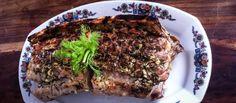 Karé dvoch chití pečené na kosti  Marek Kliman je majiteľ krčmy Pod kamenným stromom a reštaurácie Kontakt, čo nedá pokoj svojim kuchárom a neustále sa im mieša do remesla. Jeho Karé dvoch chutí pečené na kosti.  http://varme.sk/recipe/kare-dvoch-chuti-pecene-na-kosti/?utm_source=fb&utm_medium=kare-dvoch-chuti-pecene-na-kosti&utm_campaign=pinterest-main