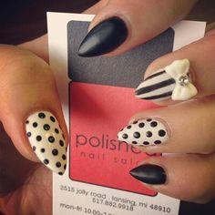 Stiletto nails bow