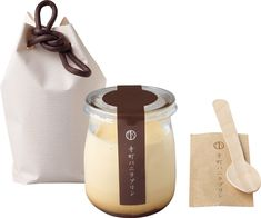 京のおやつと箸休め | 寺町バニラプリン。 | casabrutus.com Yogurt Packaging, Baking Packaging, Honey Packaging, Dessert Packaging, Craft Packaging, Food Packaging Design, Bottle Packaging, Packaging Design Inspiration, Japanese Packaging