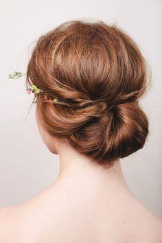 15 Natural Wedding Hair Styles: Natural and loose modern bridal bun http://thenaturalweddingcompany.co.uk/blog/