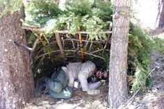 Top bushcraft skills that all survival hardcore will certainly desire to master today. This is most important for wilderness survival and will save your life. Survival Shelter, Wilderness Survival, Survival Prepping, Survival Skills, Survival Gear, Survival Hacks, Survival Stuff, Bushcraft Skills, Bushcraft Camping