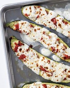 Stuffed Zucchini with Tomatoes and Mozzarella - so easy and SOOOO delicious! Use low fat mozzarella to lessen calories :)