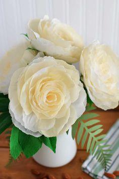 DIY-Crepe-Paper-Garden-Rose-in-daylight-#DIY-#rose-#gardenrose-#wedding-#centrepiece-#paperflower-#crepepaper