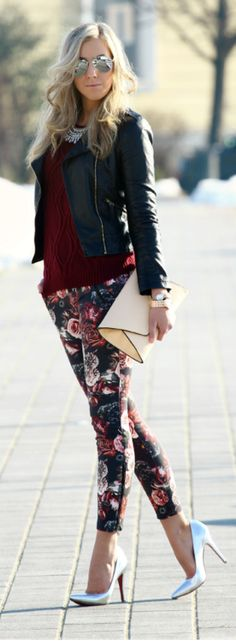 Not a fan of floral pants but this outfit is nicely styled. Mode Chic, Mode Style, Style Blog, Winter Outfits, Casual Outfits, Cute Outfits, Look Fashion, Womens Fashion, Fashion Trends