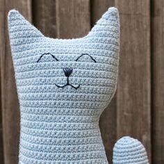 Omslagdoek Lots of Dots haken Crochet Pillow Pattern, Crochet Cushions, Crochet Patterns, Diy Crochet Amigurumi, Crochet Dolls, Love Crochet, Knit Crochet, Cat Cushion, Diy Baby Gifts
