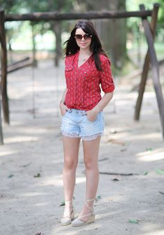 lookdodia Just Lia Camisa vermelha + short jeans