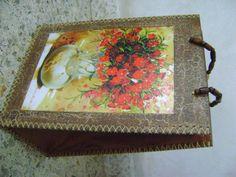 Bolso matero de madera con fuelle de cuerina. Tecnicas, craquelado y decoupage con lamina