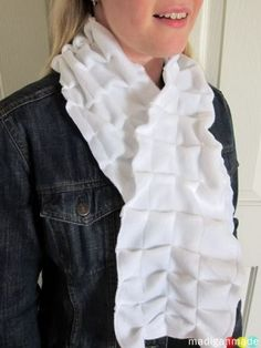 rosyscription.com - pleated fleece scarf  --- how to sew a gathered pleated scarf