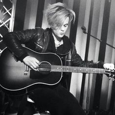That's from the Take40 Live Lounge Sydney  RT @s_sayeh @TommyJoeRatliff Don't know why but I simply love this shot :) pic.twitter.com/a6Q5iYKOEB