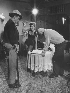 Howard Hawks, John Wayne & Angie Dickinson on the set of Rio Bravo (1959)