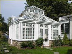 would really like to have this greenhouse....wow.