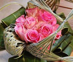 Charlotte Lefebvre Deco Floral, Floral Design, Art Floral, Floral Arrangements, Flower Arrangement, Rose Leaves, Ikebana, Beautiful Roses, Flower Designs