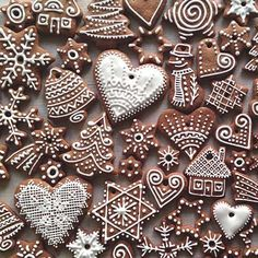 Oh What Fun! If you haven't had a Christmas cookie decorating party, you are missing out on one fun holiday event. Get inspired with these creative Christmas cookies (and some cakes, too!), then pick a date and host your own… Christmas Sugar Cookies, Christmas Sweets, Christmas Gingerbread, Christmas Cooking, Christmas Mood, Noel Christmas, Christmas Goodies, Holiday Cookies, Christmas Crafts