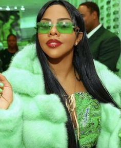 Hip-hop design and style, otherwise known as great style, is a distinctive kind . Hip-hop design a Mode Hip Hop, 90s Hip Hop, Lil Kim 90s, Foto Glamour, Looks Hip Hop, Foxy Brown, Early 2000s Fashion, Mode Ootd, Black Girl Aesthetic