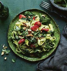 Mansikka-avokadopasta | Kasvis, Arjen nopeat, Pastat ja risotot | Soppa365 Sprouts, Feta, Risotto, Cabbage, Vegetables, Cabbages, Vegetable Recipes, Brussels Sprouts, Veggies