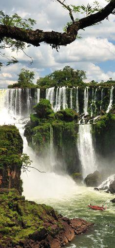 Cataratas del Iguazu.                                                                                                                                                                                 Más