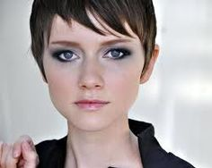 valorie curry  love her haircut.