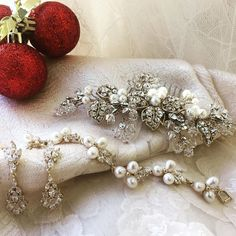 Holiday weddings are the best! . . . . #clarissaboutique #clarissaboutiquepittsburgh #bridalheadpiece #bridalbracelet #bridalearrings…