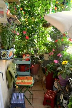 urban gardening balcony We love Gardening. http://www.meinhaushalt.at