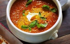 Ben gek op rode soepen, en in het bijzonder tomatensoep. Deze soep, van Jamie, leek me erg lekker. Weer heel anders dan dat ik gewend ben te maken.