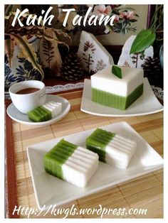 Discover what are Chinese Food Dessert Malaysian Cuisine, Malaysian Food, Indonesian Desserts, Indonesian Food, Asian Snacks, Asian Desserts, Nyonya Food, Malaysian Dessert, Asian Cake