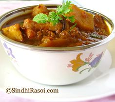 Indian Curry, with potatoes, mushroom, Cottage cheese and Nutrela TVP Spicy Recipes, Curry Recipes, Indian Food Recipes, Healthy Recipes, Indian Vegetarian Dishes, Vegetarian Recipes, Fried Mushrooms, Stuffed Mushrooms, Turkey Curry