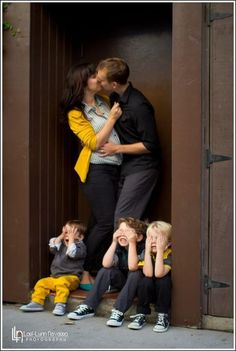 Parents kissing children not wtahcing Family Photo Shoot IdeaYou can find Family pictures and more on our website.Parents kissing children not wtahcing Family Photo Shoot Idea Family Photo Colors, Fall Family Pictures, Family Picture Poses, Family Picture Outfits, Family Photo Sessions, Family Posing, Family Love, Family Portraits, Family Pics