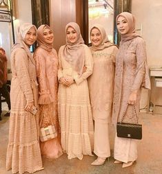 Model Dress Kebaya, Kebaya Modern Dress, Gaun Dress, Dress Brokat, Kebaya Brokat, Muslim Gown, Kebaya Muslim, Church Dresses For Women, Women Church Suits