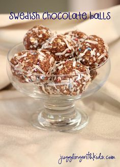 These no-bake chocolate sweets are one of the first things Swedish children learn how to make.  It's simple, easy and delicious! #chocolate balls #jugglingwithkids # sweden