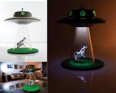 UFOが牛を連れ去っていくとこを表現したライト