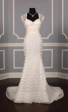 Oscar de la Renta 33N16: buy this dress for a fraction of the salon price on PreOwnedWeddingDresses.com