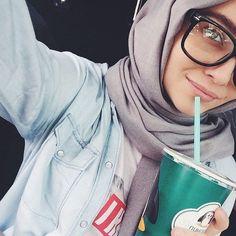 Love the glasses Abaya Fashion, Muslim Fashion, Modest Fashion, Beautiful Muslim Women, Beautiful Hijab, Alexandra Golovkova, Easy Hijab Style, Hijab Collection, Islamic Girl