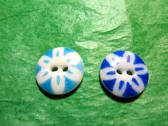 """2 - 5/8"""" STENCILED BLUE FLORAL CHINA GLASS 2-HOLE BUTTONS - VINTAGE Lot#NL189"""