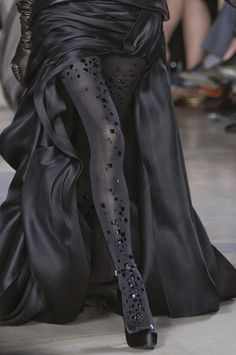 beboldwearblack:    Stephane Rolland Couture Fall 2010