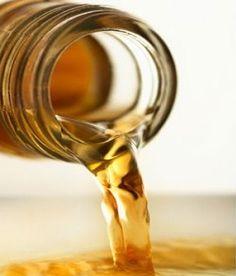Appelazijn heeft een enorme reinigende werking, maar kan je ook met appelazijn afvallen? Lees hier hoe appelciderazijn werkt + tips voor gebruik.