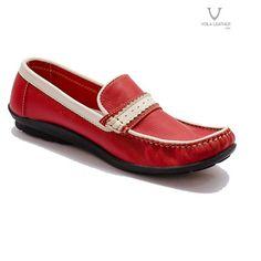 VOILA LOAFER WOMEN GENUINE LEATHER Rp 369.000   36 Color   blue   red sepatu  Loafer untuk wanita berwarna biru   merah dengan lining putih. 7f12efeb69