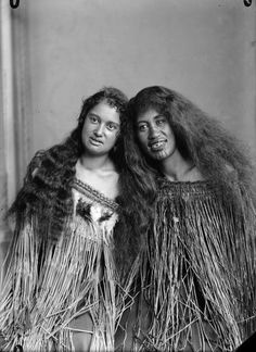 Maori People, Tribal People, Native American History, African History, Maori Face Tattoo, Black History Facts, History Pics, Native Girls, Maori Designs