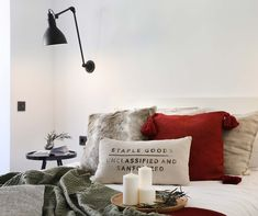 Dröm Living: Especialistas en reformas integrales e Interiorismo en Barcelona Throw Pillows, Bed, Home, Renovation, Bedding, Hotels, Beds, Yurts, Interiors