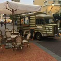 Vintage Food Truck on Citroen Type H vending Salami and Fresh Pasta in Serravalle Outlet - Italy #VintageFoodTruck #Serravalle #FreshPasta #StreetFood
