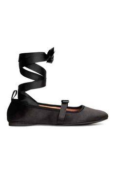 Обувки тип пантофки с връзки