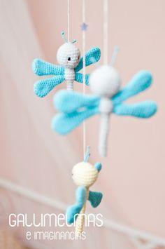 UN MÓVIL CON LIBÉLULAS Crochet Baby Mobiles, Crochet Mobile, Crochet Toys, Shower Tips, Diy Home Crafts, Chrochet, Crochet Animals, Baby Knitting, Couture
