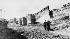 Γυναίκες στα κάστρα το 1916. Λήψη της νοσοκόμας Ruby G. Peterkin. Daydream, New York Skyline, Greece, History, Travel, Thessaloniki, Places, Greece Country, Historia