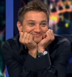 My mom says Jeremy Renner is just a phase. Please, he's a lifestyle. The Avengers, Avengers Humor, Marvel Jokes, Marvel Funny, Marvel Man, Man Thing Marvel, Marvel Actors, Mcu Marvel, Jeremy Renner