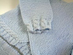 Detalle jersey ochitos perlé azul bebé hecho a mano Conjunto Recien Nacido b53b5cfd89b