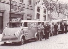 Furgonetes de la Coca Cola. Any 1955. Barcelona City, Barcelona Spain, World Of Coca Cola, Best Cities, Best Memories, Old Pictures, Madrid, Spanish, The Past