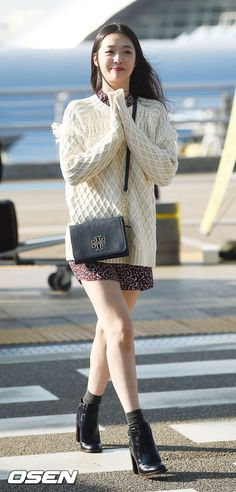 Airport Fashion: Sulli Leaves for New York in Tory Burch