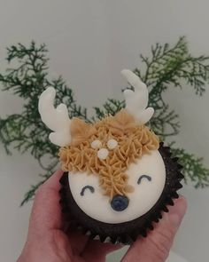 A sweet little Deer Cupcake. Birthday Cakes, Girl Birthday, Birthday Parties, Beautiful Cakes, Amazing Cakes, Cup Cakes, Cupcake Cakes, Apple Birthday, Chelsea Baby